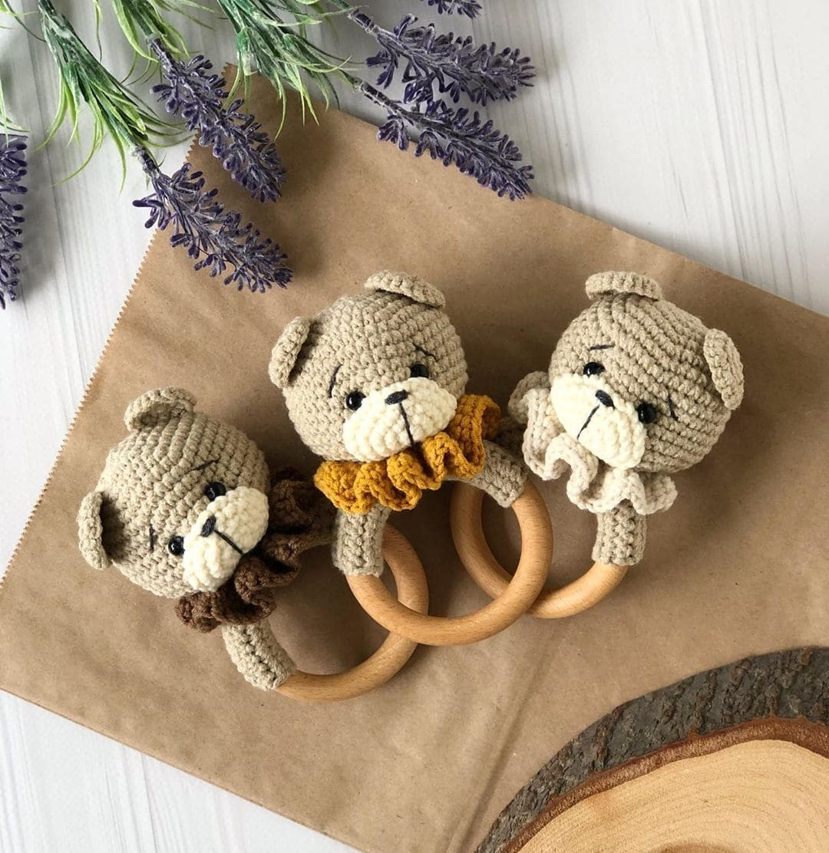Tutorial on crochet rattle for baby bear