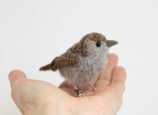 Sparrow in realistic crochet pattern