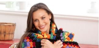 Traditional tutorial in crochet with red granny heart