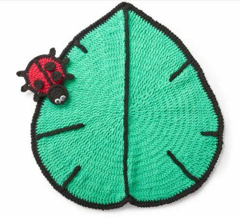 Step by step Ladybug Model Leaf Rug