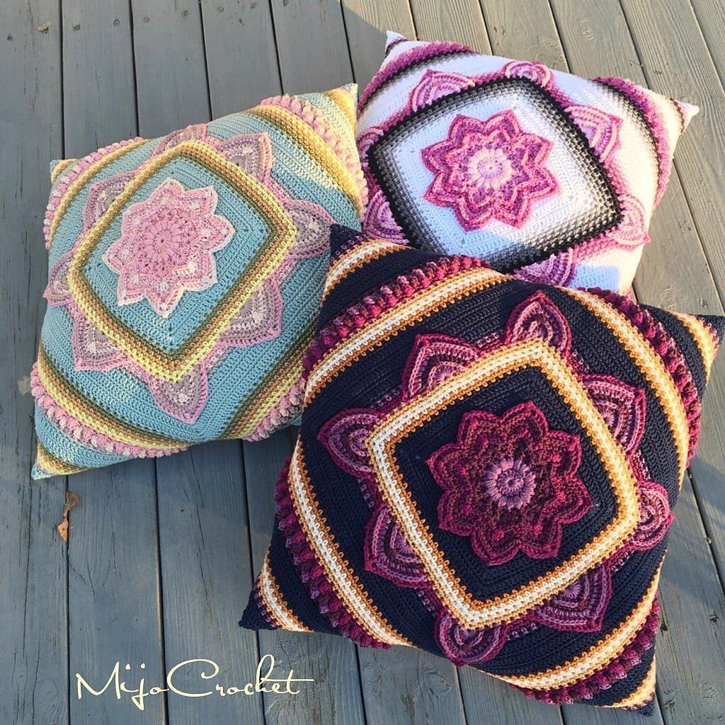Pillow cover in crochet in flower